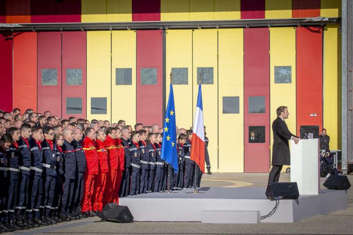 Désireux de faire vivre ce moment d'union nationale, Emmanuel Macron s'est refusé à tout commentaire sur le climat social et s'est tenu à l'écart des médias.
