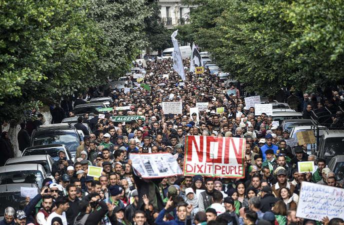 Manifestation antigouvernementale à Alger, le 3décembre 2019.