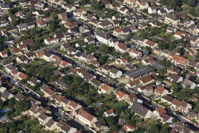 Vue aérienne d'une zone pavillonnaire de Trappes-en-Yvelines (Yvelines).