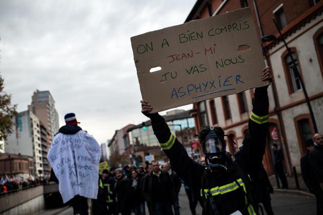 A Toulouse, 33000 manifestants selon la police, 100000 selon les syndicats, ont défilé.