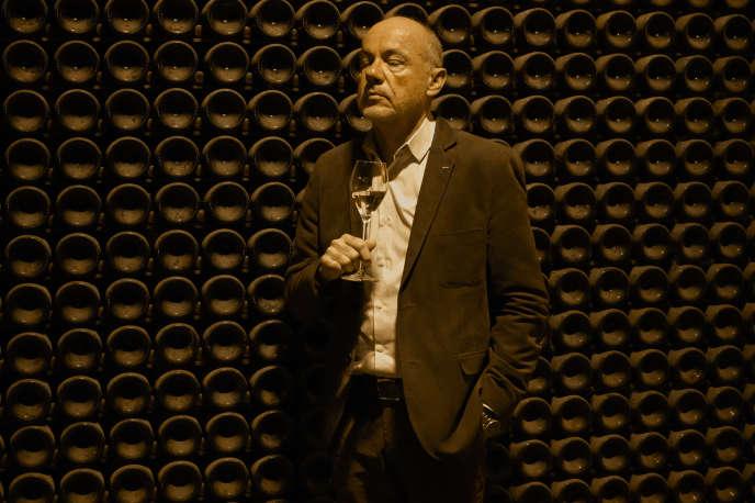 Le chef de cave, Eric Lebel, dans les caves de la maison Krug, à Reims, le 25 novembre.