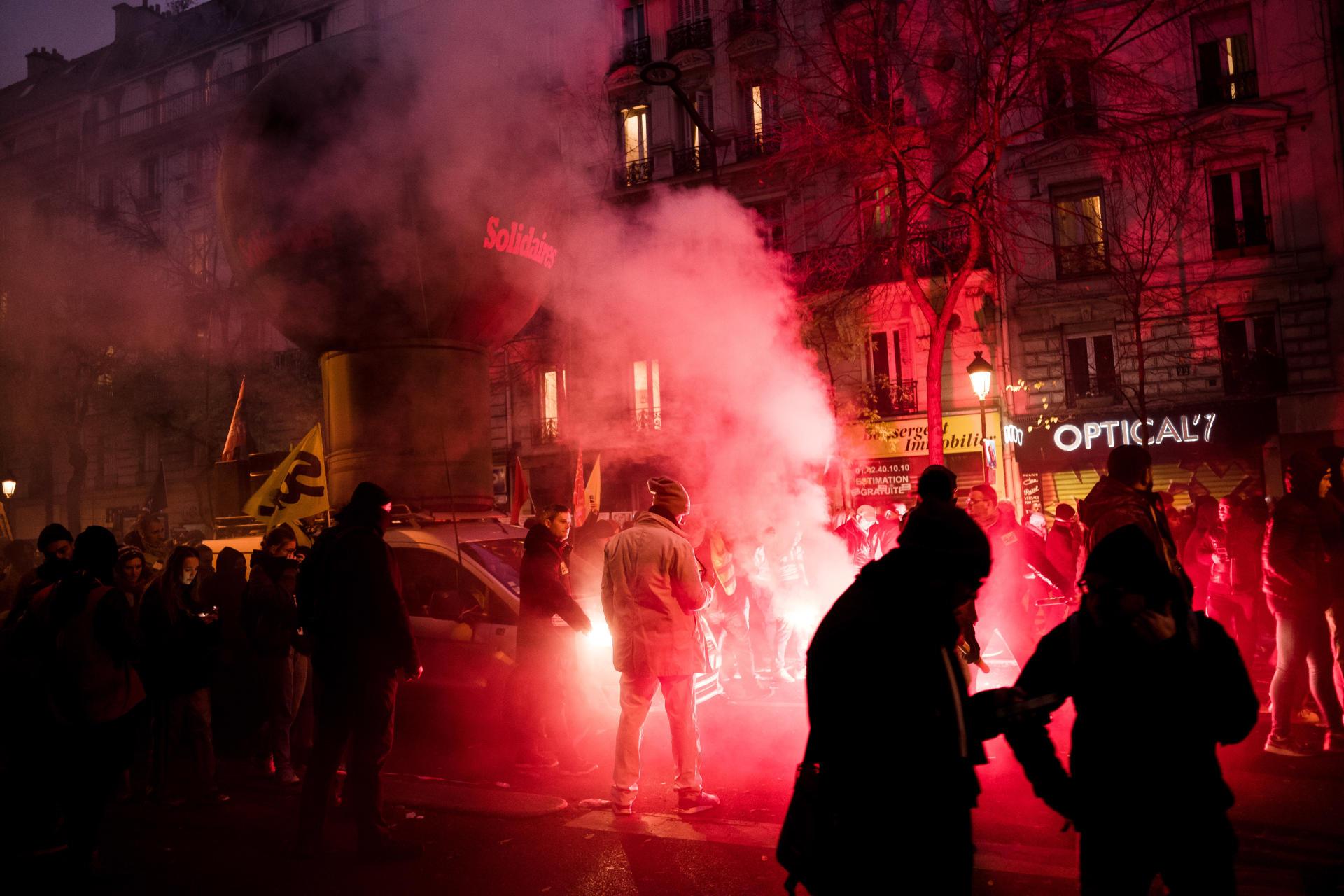 La journée de mobilisation touche à sa fin à Paris. Le cortège, qui a fait du surplace pendant plus de deux heures à cause de heurts, a fini par atteindre la place de la Nation, en début de soirée.