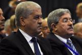 Abdelmalek Sellal (à gauche)et Ahmed Ouyahia lors d'un meeting du Rassemblement national démocratique, à Alger, le 5mai 2016.