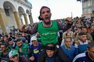 Manifestation antigouvernementale à Alger, le 6 décembre, six jours avant la présidentielle rejetée par les contestataires.
