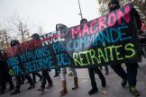 Paris, France, le 5 décembre 2019 : manifestation contre le projet de réforme des retraites, le cortège traverse la place de la République.