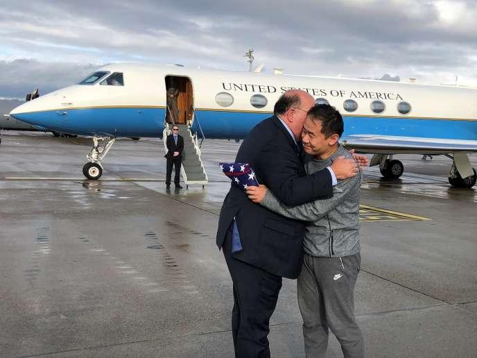 Xiyue Wang (à droite), un Américain emprionné en Iran, a été libéré dans le cadre d'un apparent échange de prisonniers entre les Etats-Unis et Téhéran.