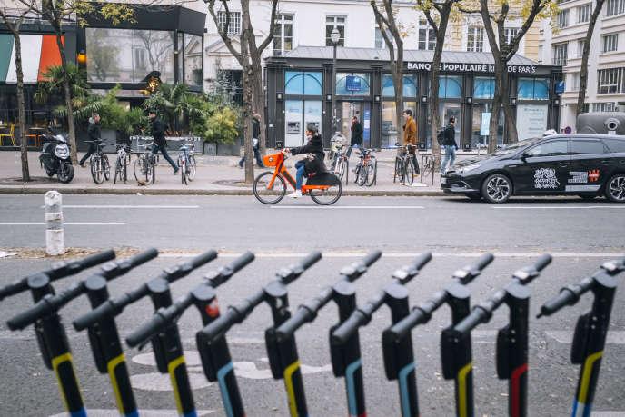 Pendant la grève contre la réforme des retraites sur le boulevard Sébastopol à Paris, le 5 décembre.