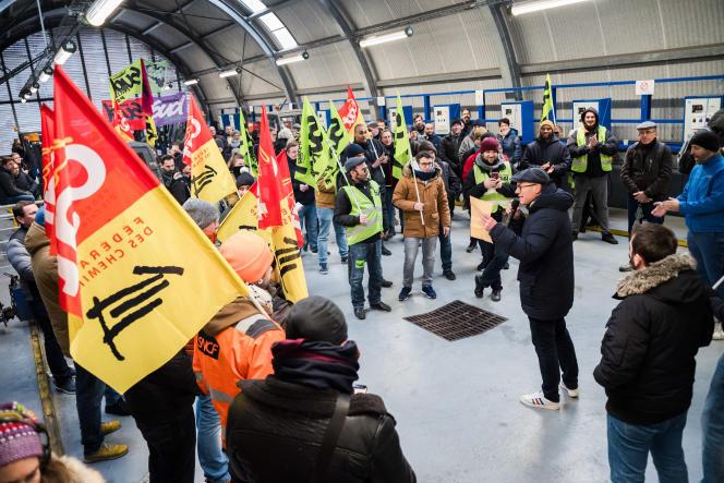 Assemblée générale à la gare de Lyon, à Paris, le 6 décembre.