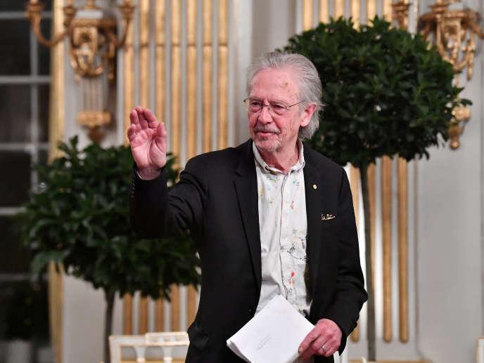 Peter Handke lors de son disours pour le prix nobel de littérature à l'Académie suédoise de Stockholm, le 7 décembre.