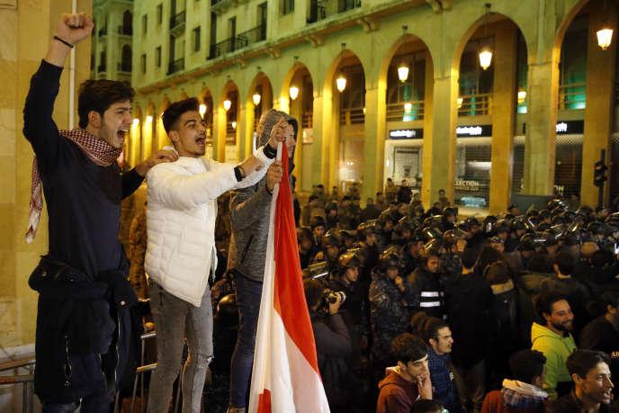 « Il est temps d'inverser le processus comme le réclament à cor et à cri les manifestants depuis le 17 octobre» (Photo: manifestation à Beyrouth, le 8 décembre).