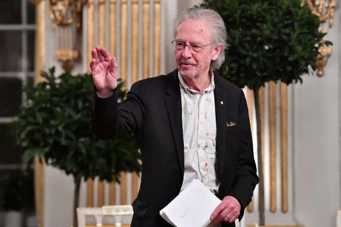 Peter Handke, lors de son discours pour le prix Nobel de littérature, à l'Académie suédoise de Stockholm, le 7 décembre.
