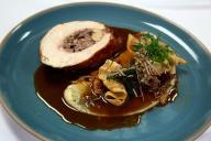 Une assiette de volaille farcie au foie gras, dans un restaurant de New York, en octobre 2017.