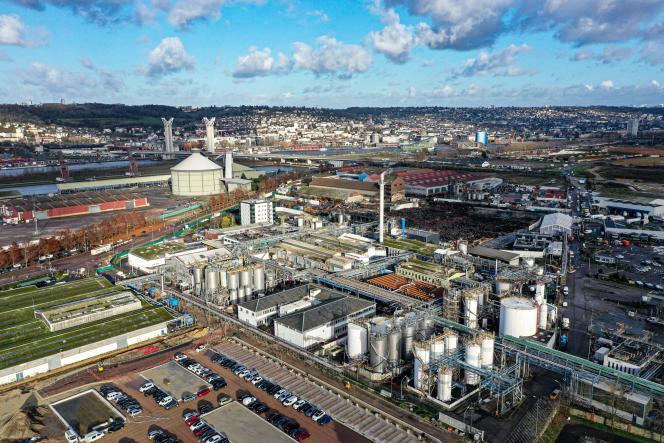 L'usine Lubrizol, dans lazone industrielle de Rouen, le 9 décembre.