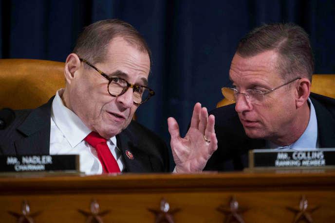 Le président démocrate de la commission des affaires judiciaires Jerry Nadler (à gauche) en discussion avecDoug Collins, le numéro deux des républicains lors de l'audition à Washington, le 9 décembre.