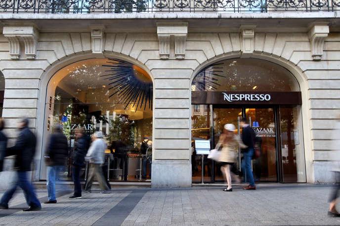 La boutique Nespresso des Champs-Elysées, à Paris.
