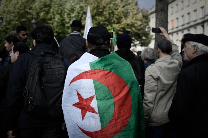 Lors d'une manifestation contre la repression politique en Algérie, à Paris, le 24octobre 2019.