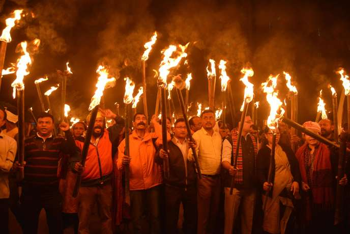 Protestations à Guwahati en Inde (nord-est) contre le projet d'amendement sur la citoyenneté, le 9 décembre.