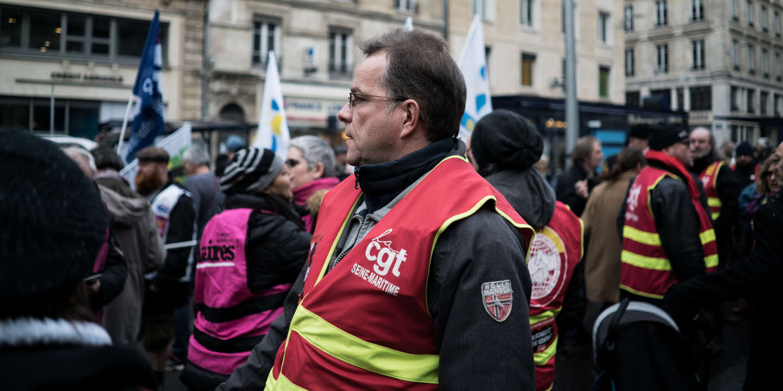 Quelques centaines de personnes se sont rassemblées samedi 7 décembre à 11h devant le Palais de Justice de Rouen. Ici, Gérald Le Corre.
