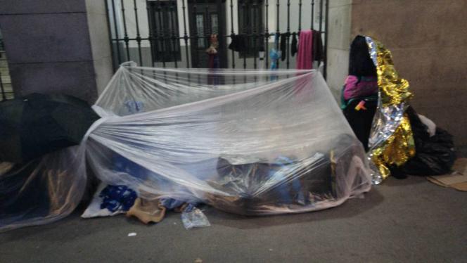 Le campement de fortune de familles de demandeurs d'asile, dans les rues de Madrid, en novembre.