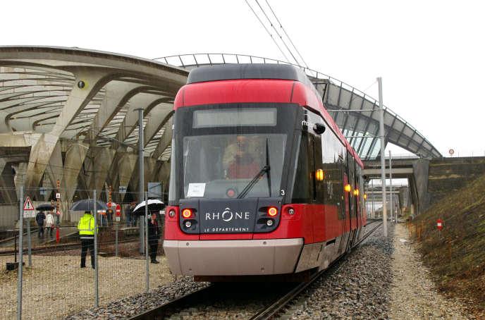 Le Rhônexpress, à Lyon, en mars 2010, quelques mois avant sa mise en service.