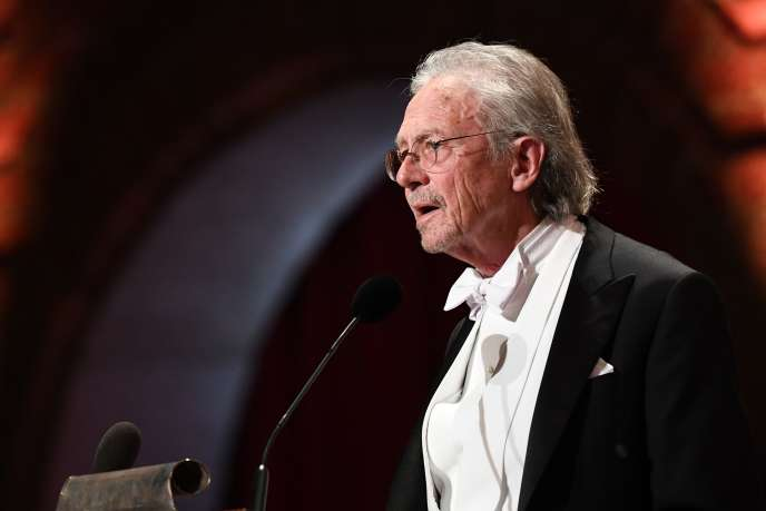 L'auteur autrichien et co-lauréat du prix Nobel de Littérature 2019 lors de la cérémonie à Stockholm, le 10 décembre 2019.