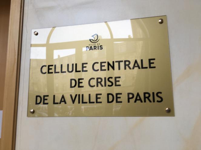 Plaque à l'entrée de la cellule de crise de la mairie de Paris, le 10 décembre 2019.