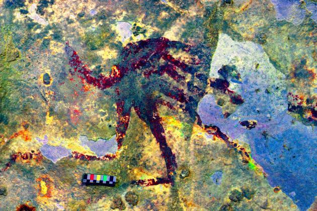 Détail du thérianthrope n°1, interprété comme une figure humaine dotée d'une queue. Le contraste a été artificiellement poussé pour faire ressortir le dessin.