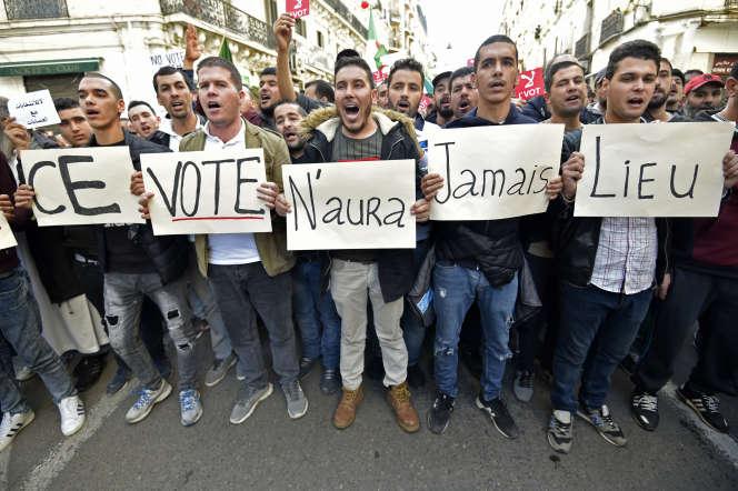 Manifestation contre l'élection présidentielle en Algérie, à Alger, le 6décembre 2019.