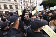Une manifestation antigouvernementale à Alger le 9 décembre, à trois jours de l'élection présidentielle rejetée par la population.