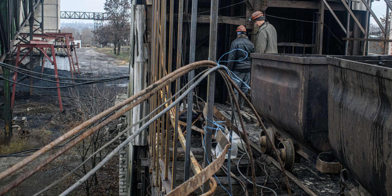 Mineurs dans la mine de charbon de Zolotoe 4. Donbass. Ukraine. //////////Mention à intégrer dans le coyright: Avec le soutien du Centre National des Arts Plastiques (fonds d'aide à la photographie documentaire contemporaine)