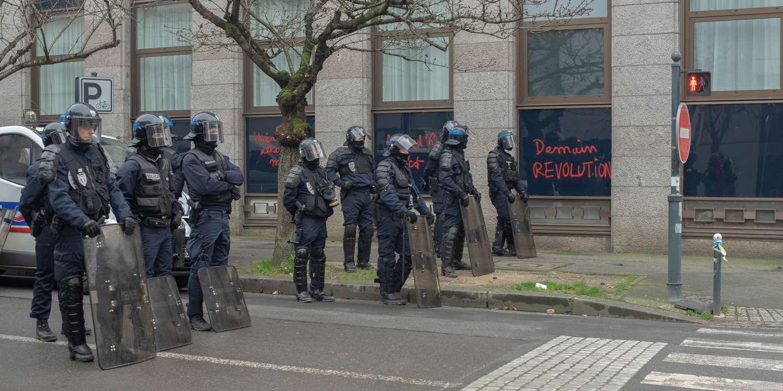 Réforme des retraites: les syndicats de policiers appellent à un «black-out complet» dès le 11décembre