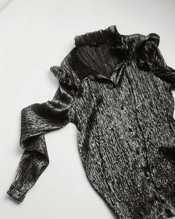 Chemise à col volanté, Maje, 195 €. fr.maje.com