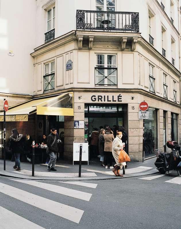 Grillé, un kebab «de luxe» du 2e arrondissement de Paris, avec du pain à la farine bio de petit épeautre et de la viande du boucher Hugo Desnoyer.
