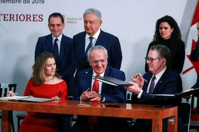 Chrystia Freeland, Jesus Seade et Robert Lighthizer signent letraité entre les Etats-Unis, le Mexique et le Canada à Mexico, le 10 décembre.