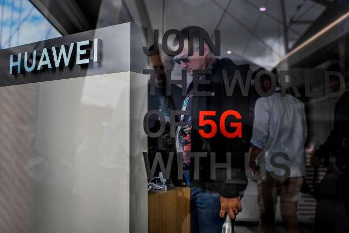 Un stand de l'opérateur chinois Huawei promouvant le déploiement de la 5G, au Web Summit, à Lisbonne, le 6 novembre.