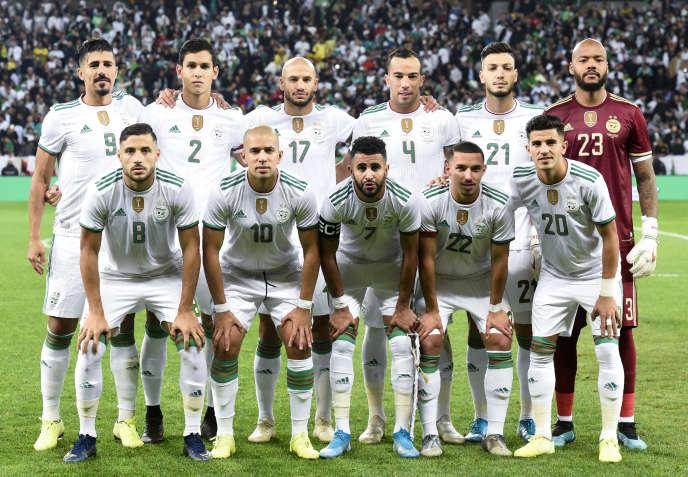 L'équipe de football d'Algérie avant un match amical contre la Colombie, à Villeneuve d'Ascq, en France, le 15octobre 2019.