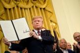 Le décret signé par le président Donald Trump, lors de la fête de Hanouka, à la Maison Blanche à Washington.