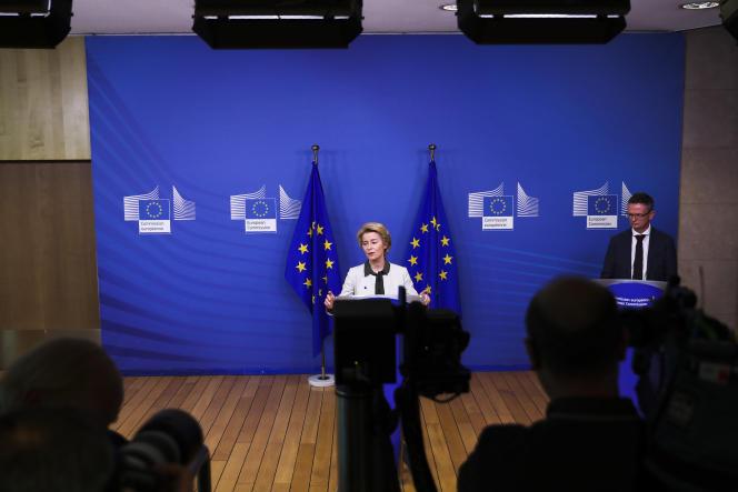 La présidente de la Commission européenne, Ursula von der Leyen, présente le « green deal» au siège de l'institution à Bruxelles, le 11 décembre.