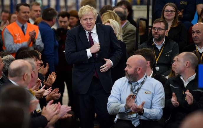 Boris Johnson en campagne à Uttoxeter (Royaume-Uni), le 10 décembre.