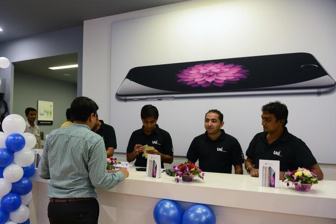 A Ahmedabad (Gujarat), en Inde, octobre 2014, lors du lancement des iPhone 6 et 6 Plus.