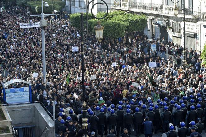 Manifestation antigouvernementale et contre la tenue de l'élection présidentielle du 12 décembre,à Alger, le 11 décembre 2019.