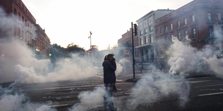 Journée d'action et de mobilisation contre le projet de reforme des retraites du gourvernement.  Les forces de l'ordre dispersent les manifestants à coup de gaz lacrymogène. Toulouse le 10 décembre 2019