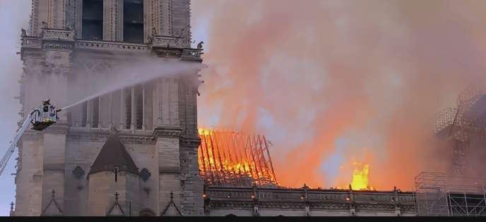 L'incendie de Notre-Dame de Paris, le 15 avril.