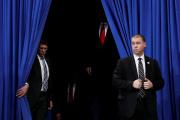 Le président américain Donald Trump fait son entrée lors d'un événement de campagne à Hershey (Pennsylvanie), le 10 décembre.