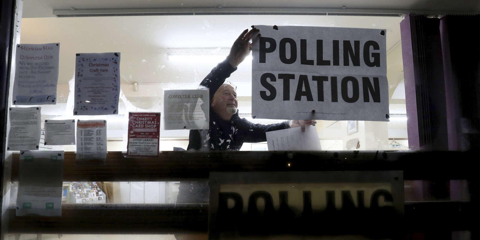 Un bureau de vote à Lydd, dans le sud de l'Angleterre, le 12décembre2019.