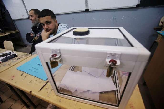 Un bureau de vote à Alger, le 15 décembre.