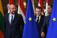 Charles Michel, Emmanuel Macron et Xavier Bettel, à Bruxelles, le 12 décembre.