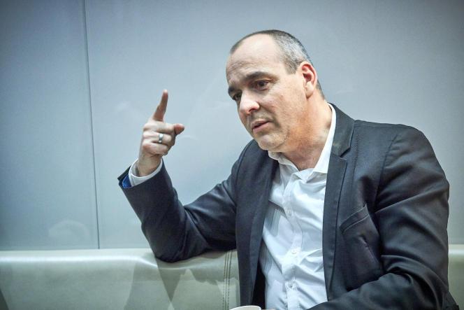 Laurent Berger, le secrétaire général de la CFDT, avant son intervention au journal télévisé de France 2 à Paris, le 11 décembre.