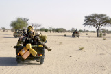 Des soldats nigériens en patrouille près de Bosso, en mai 2015.