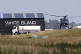 Les corps des victimes du volcan de White Island ont été récupérés par hélicoptère.
